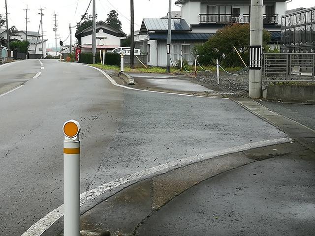 旧道で歩道がある道路
