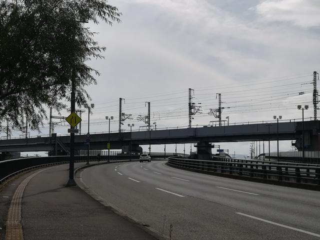 盛南大橋へ向かう道路